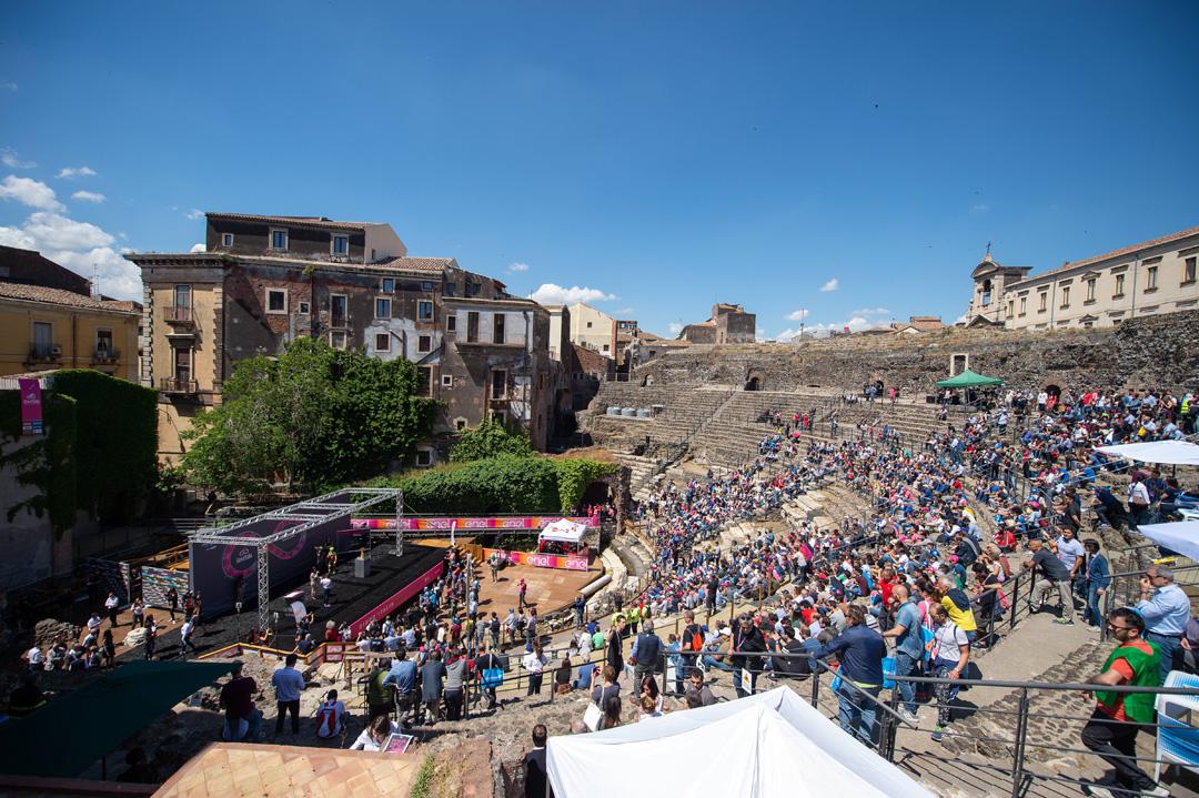 Giro d 39 italia 2018 for Case logic italia